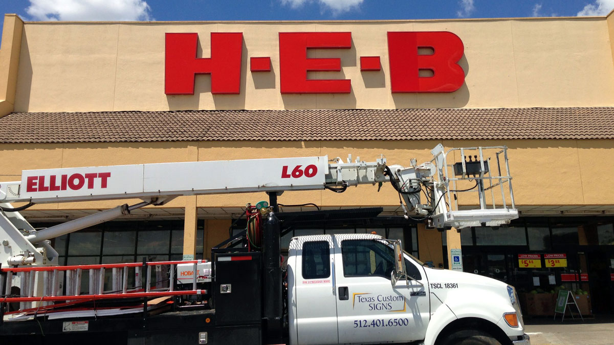 HEB Sign Repaired By Texas Custom Signs